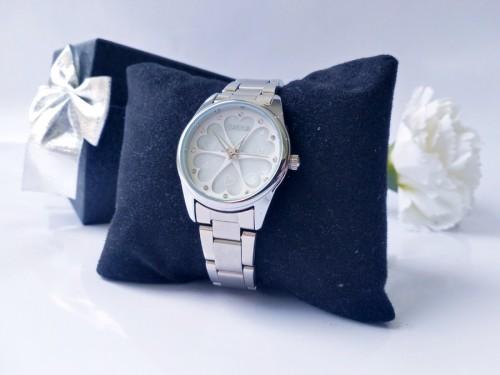 นาฬิกาหรู SKONE สีขาวเงิน หรูหรา Premium ลายหัวใจ สวยมากๆ ดูมีระดับ คุณภาพดี