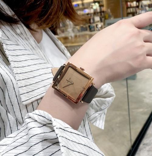 นาฬิกาสีน้ำตาล จาก Julius หน้าปัดเหลี่ยมสวยมาก ดูดีสุดๆ สไตล์เกาหลี