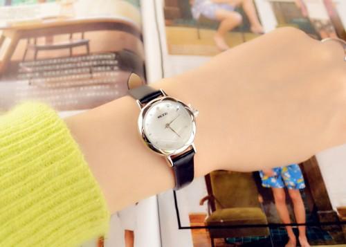 นาฬิกาสายสีดำ เรือนเล็กกระทัดรัด สวยๆ สายหนัง