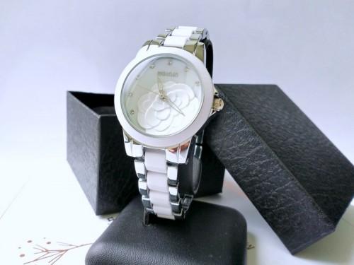 นาฬิกาหรู WEiQiN หน้าปัดสีขาว ขอบสีเงิน สวยดูดีมาก นาฬิกาคุณภาพดีสุดๆ