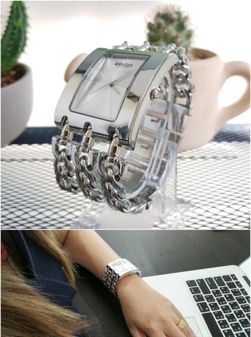 นาฬิกา WEIQIN สีเงิน สวยหรู เหมาะกับการใส่ออกงานมากๆ