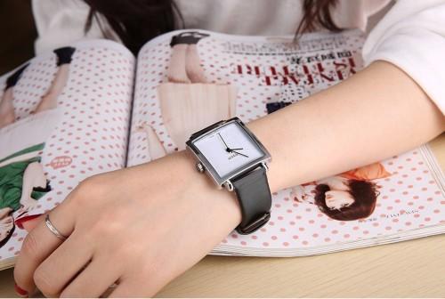 นาฬิกาสายสีดำ จาก Julius หน้าปัดเหลี่ยมสีขาวสวยมาก ดูดีสุดๆ สไตล์เกาหลี