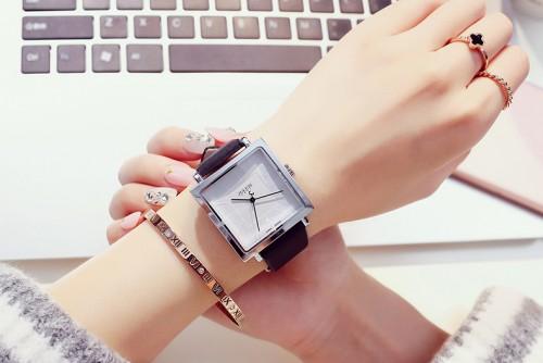 นาฬิกาสายสีดำ จาก Julius หน้าปัดเหลี่ยมสีขาวสวยมาก ดูดีสุดๆ