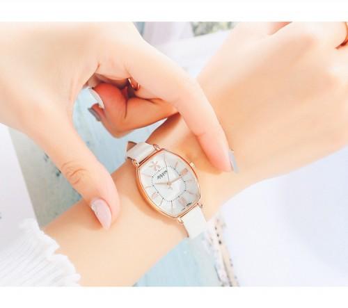 นาฬิกา Julius สายหนัง สีขาว ดีไซน์หน้าปัดและกระจกสวยหรูมากๆ