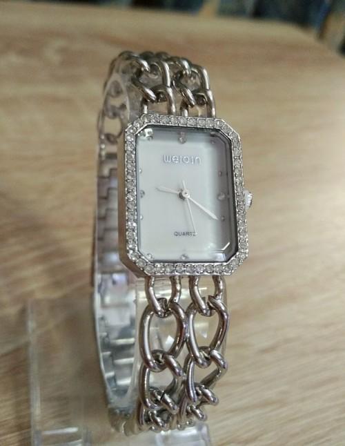 นาฬิกา WEIQIN สีเงิน สไตล์โซ่ 2 สาย สวยหรูและน่ารักมากๆ