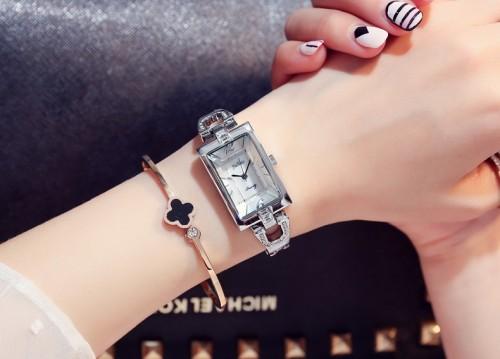 นาฬิกา Julius สีเงินพื้นหน้าปัดขาว สวยหรูสุดๆ ดูมีระดับ