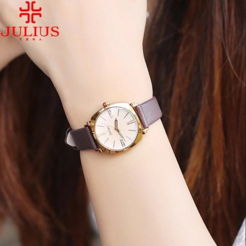 นาฬิกาคุณภาพดี สีน้ำตาล แบรนด์ Julius สวย ดูดี