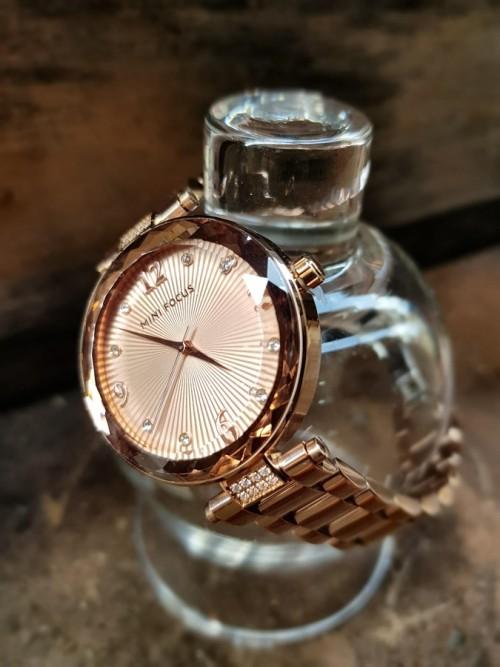 นาฬิกาหรู ยี่ห้อ Mini Focus หน้าปัดและตัวเรือนสีพิงค์โกลด์ สวย พรีเมียมมากๆ