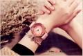 นาฬิกาคุณภาพดียี่ห้อ GUOU สีส้มชมพูสายหนัง สวยใสมาก