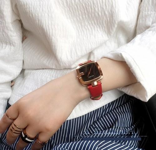 นาฬิกา GUOU สายแดง หน้าปัดเหลี่ยมขอบมน สวยโดดเด่น
