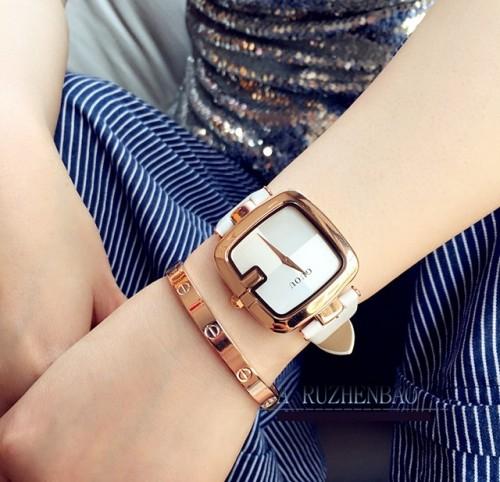 นาฬิกาสีขาว จาก GUOU หน้าปัดเหลี่ยมขอบมน สวยลงตัวมากๆ