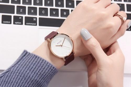 นาฬิกา Julius สายหนังสีน้ำตาลแดง พื้นหน้าปัดสีขาวลายสวยคลาสสิค