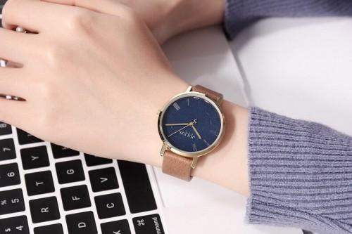 นาฬิกา Julius สายหนังสีน้ำตาล พื้นหน้าปัดสีน้ำเงินลายสวยคลาสสิค