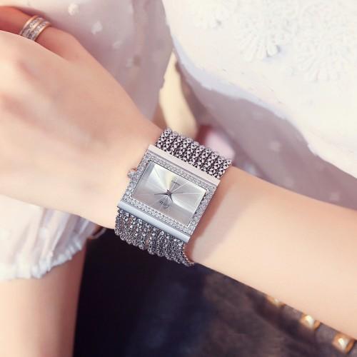 นาฬิกา design สร้อยประดับล้อมเพชร สีเงินสวยมาก