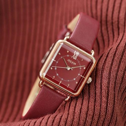 นาฬิกา Julius สายหนังแท้สีแดง ดีไซน์สวยลงตัว