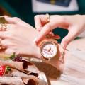 นาฬิกา Daybird พิงค์โกลด์ พื้นหน้าปัดสีขาวลายหัวใจ พร้อมผึ้งลายนูน 3 มิติ