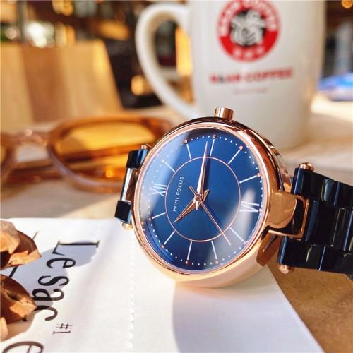 นาฬิกาหรู ยี่ห้อ Mini Focus หน้าปัดและตัวเรือนสีน้ำเงินตัดโรสโกลด์ หรูมาก