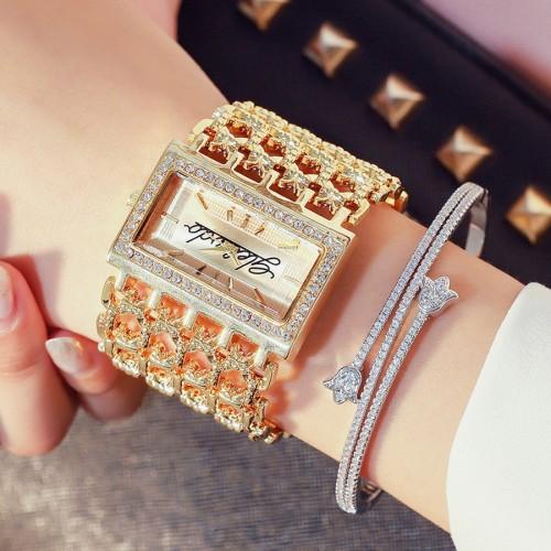 นาฬิกายี่ห้อ G&D สีทองหน้าปัดล้อมเพชร สวยหรู