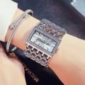นาฬิกายี่ห้อ G&D สีเงินหน้าปัดล้อมเพชร สวยหรู